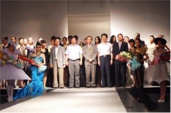 为中国本土服装设计师做出贡献